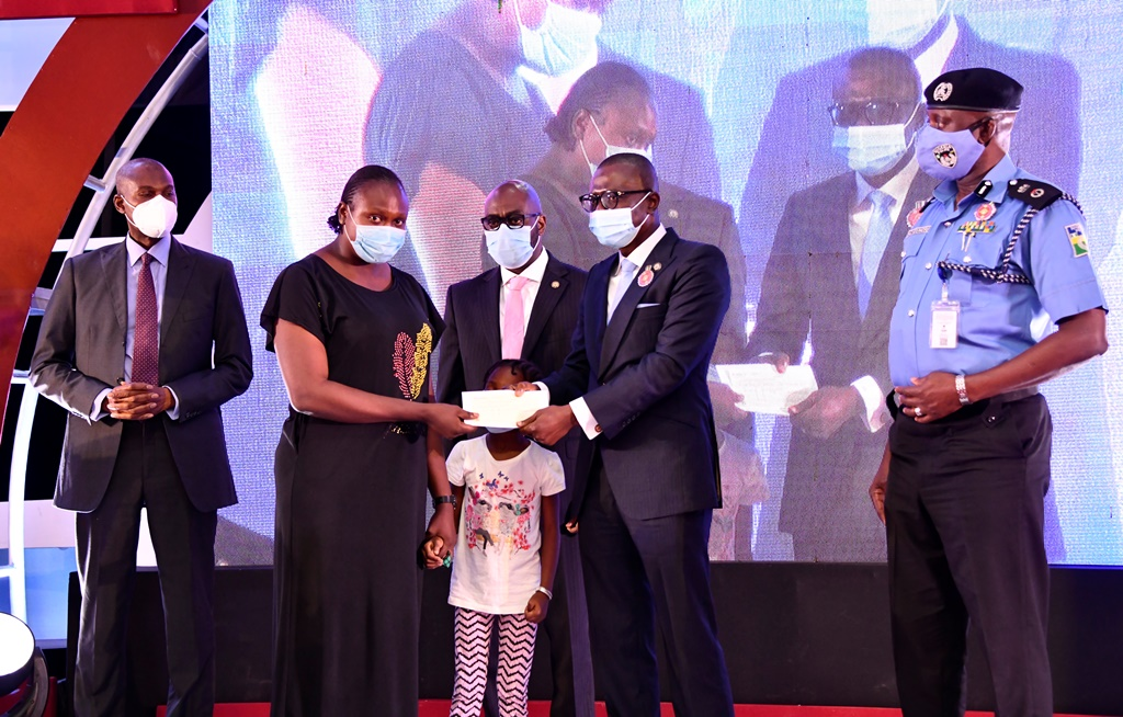 EndSARS: Sanwo-Olu Fulfils Promise, Pays N60 Million Compensation To Families Of Slain Police Officers.