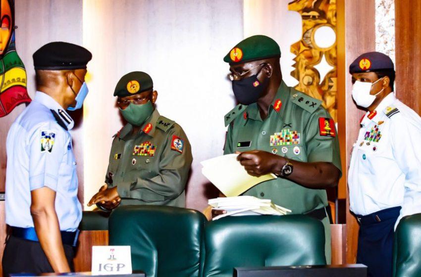 Buhari Replaces Service Chiefs