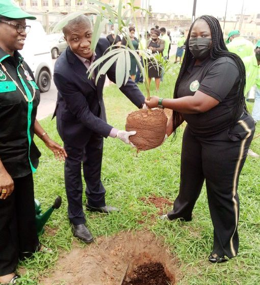 LASPARK Holds Commemorative Tree Planting Exercise For Top Government Officials.