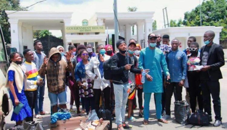 Fayemi Evacuates Stranded Ekiti Students From Trouble Spots In Plateau .