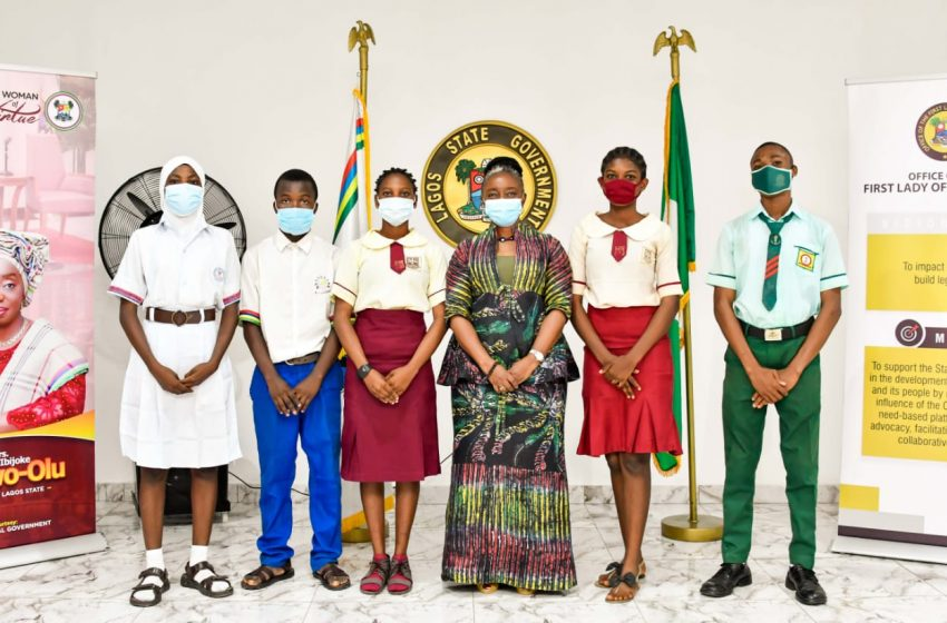 First Lady Presents Bank Drafts To Beneficiaries Of Y2021 Lagos Exams Support